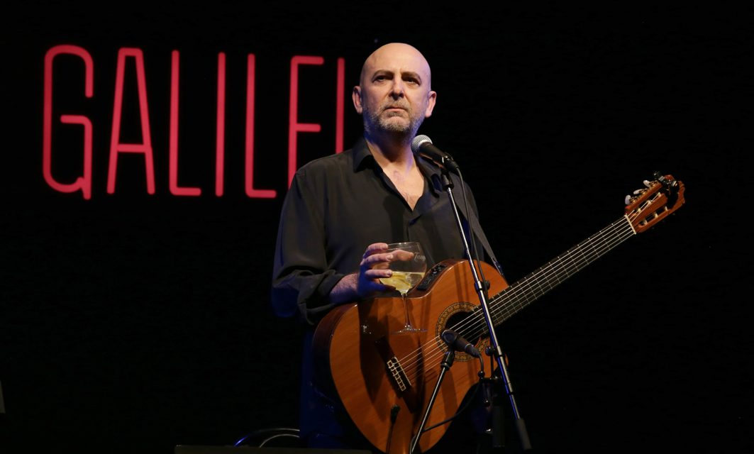 Riki López llena de humor y magia la sala Galileo de Madrid.