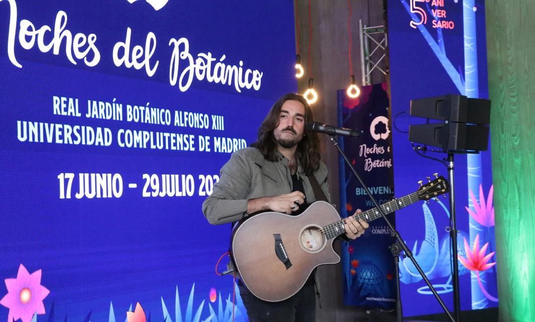"""Andrés Suárez """"abre"""" Noches del Botánico de Madrid."""