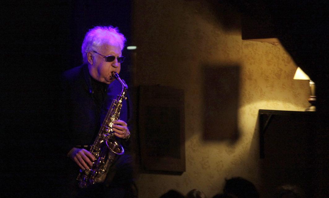 Muere el saxofonista Lee Konitz, otro grande del Jazz