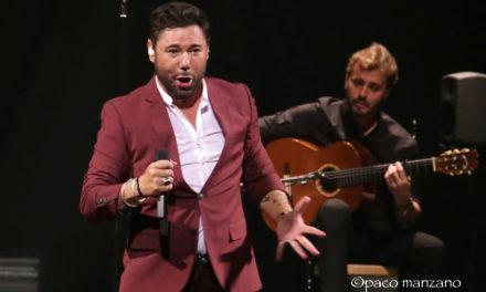 Miguel Poveda abrió el VII Festival Flamenco o Fire en el Teatro Gaztambide de Tudela.